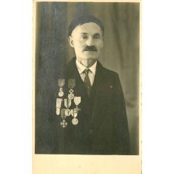 PARIS 18. Photo Cpa d'un Chevalier de la Légion d'Honneur et autres médailles
