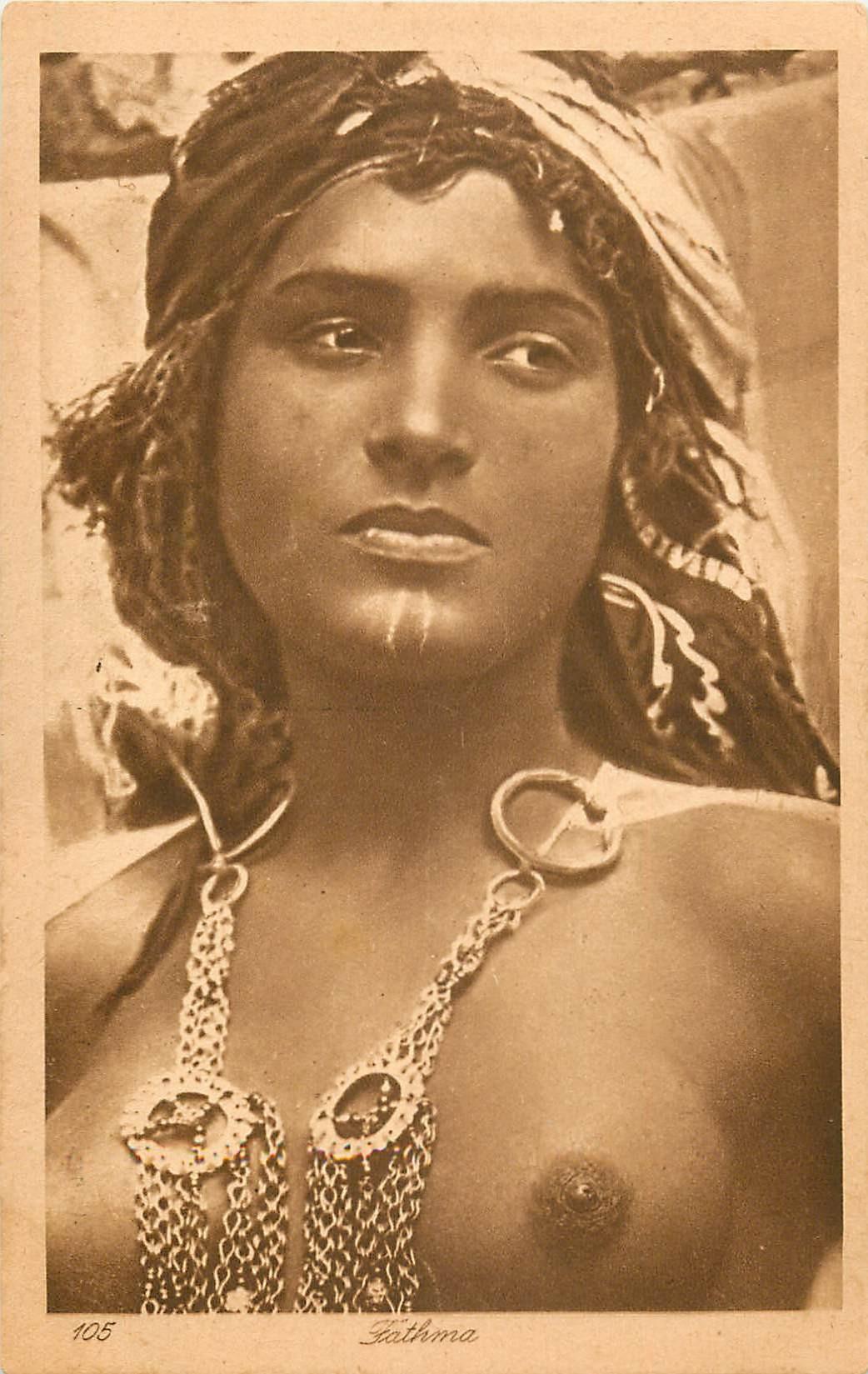 WW ALGERIE. Belle et jeune Fathma aux seins nus