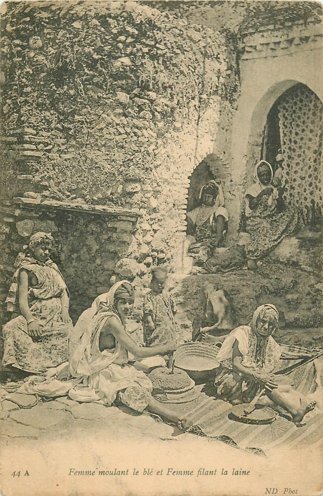WW ALGERIE. Femmes moulant le Blé et Filant la Laine