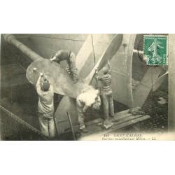 44 SAINT-NAZAIRE. Ouvriers travaillant aux Hélices d'un Navire 1909