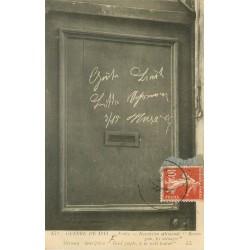 """60 SENLIS. Inscription allemande """" Braves Gens les ménager """" sur une porte Guerre 1914"""