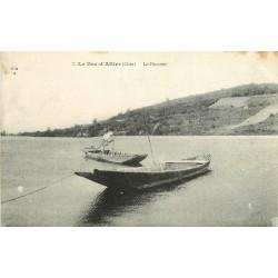 WW 18 LE BEC D'ALLIER. Le Passeur en barge et barque