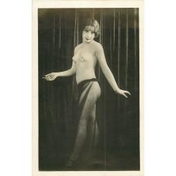 WW Photo format carte postale d'une superbe Femme aux seins nus 1937