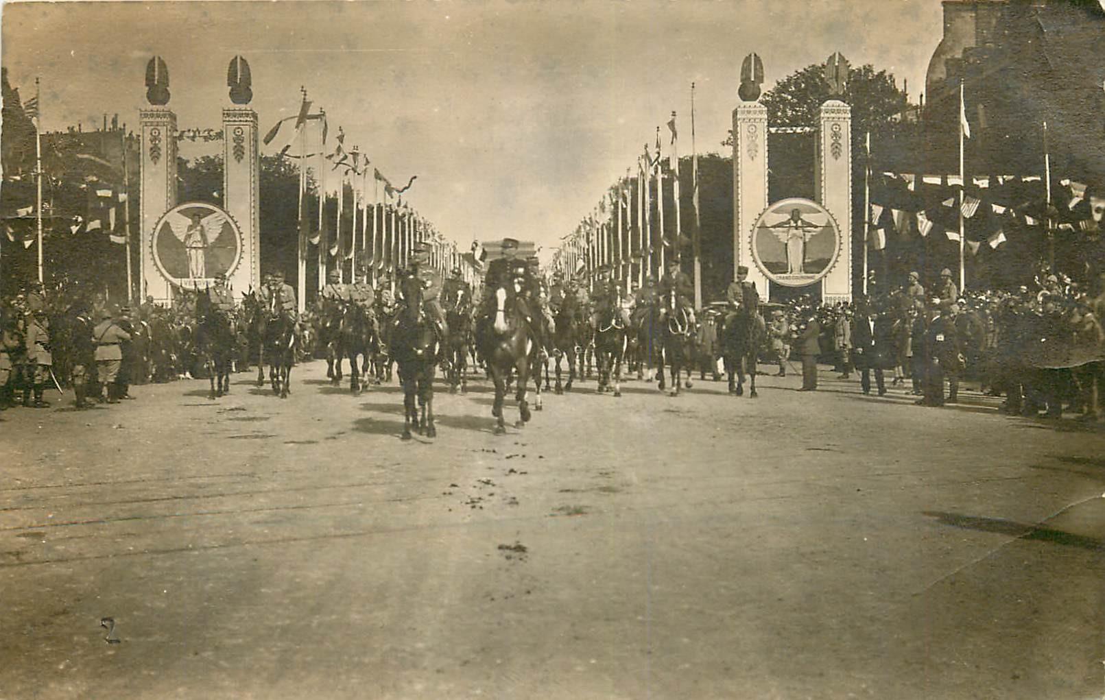 WW PARIS 1918. Défilé du XIV Juillet Etat Major Français aux Champs-Elysées