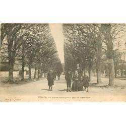 WW 27 VERNON. Ecoliers sur l'Avenue Thiers près Place du Vieux-René 1905