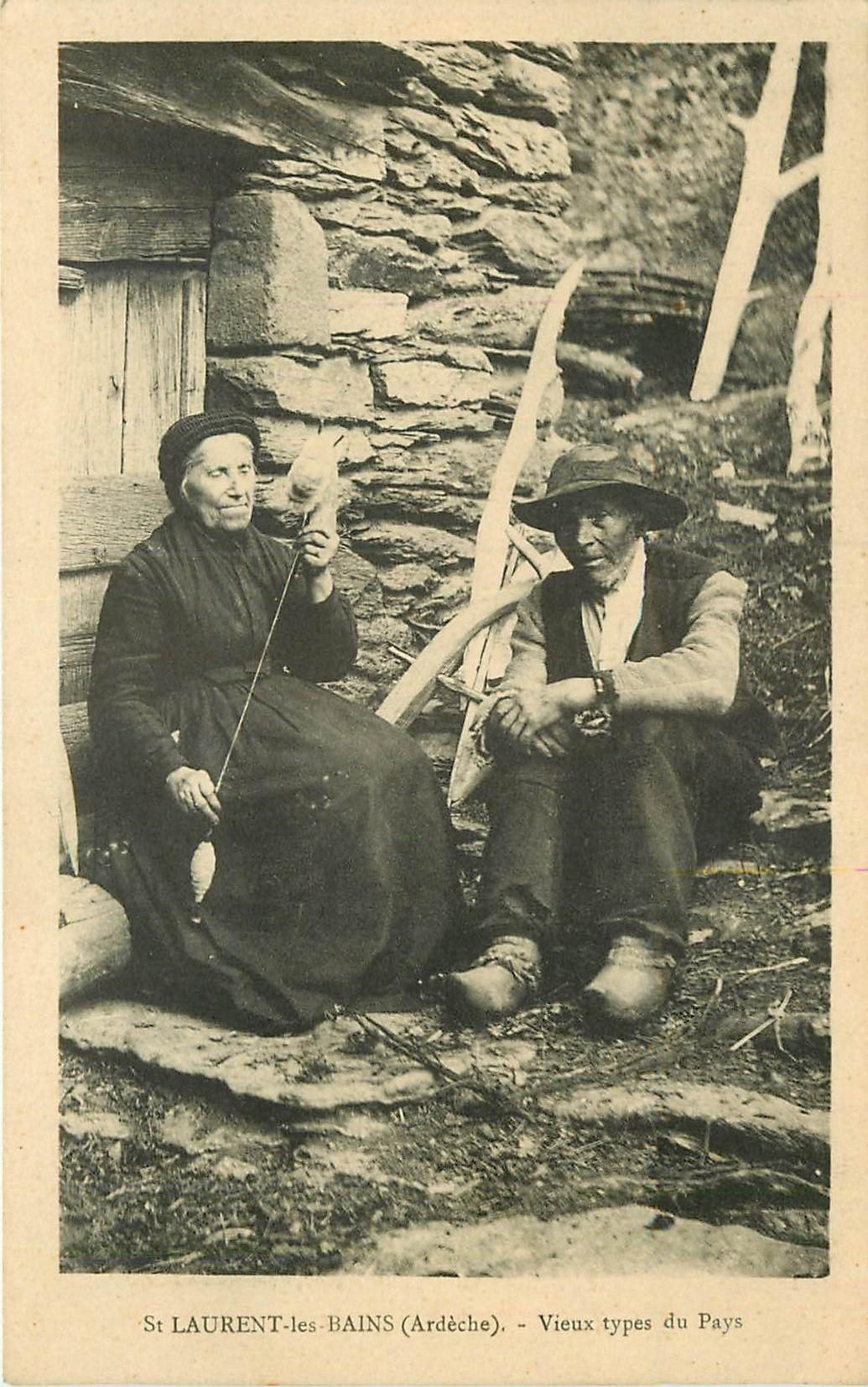 WW 07 SAINT-LAURENT-LES-BAINS. Vieux types du Pays avec Fileuse