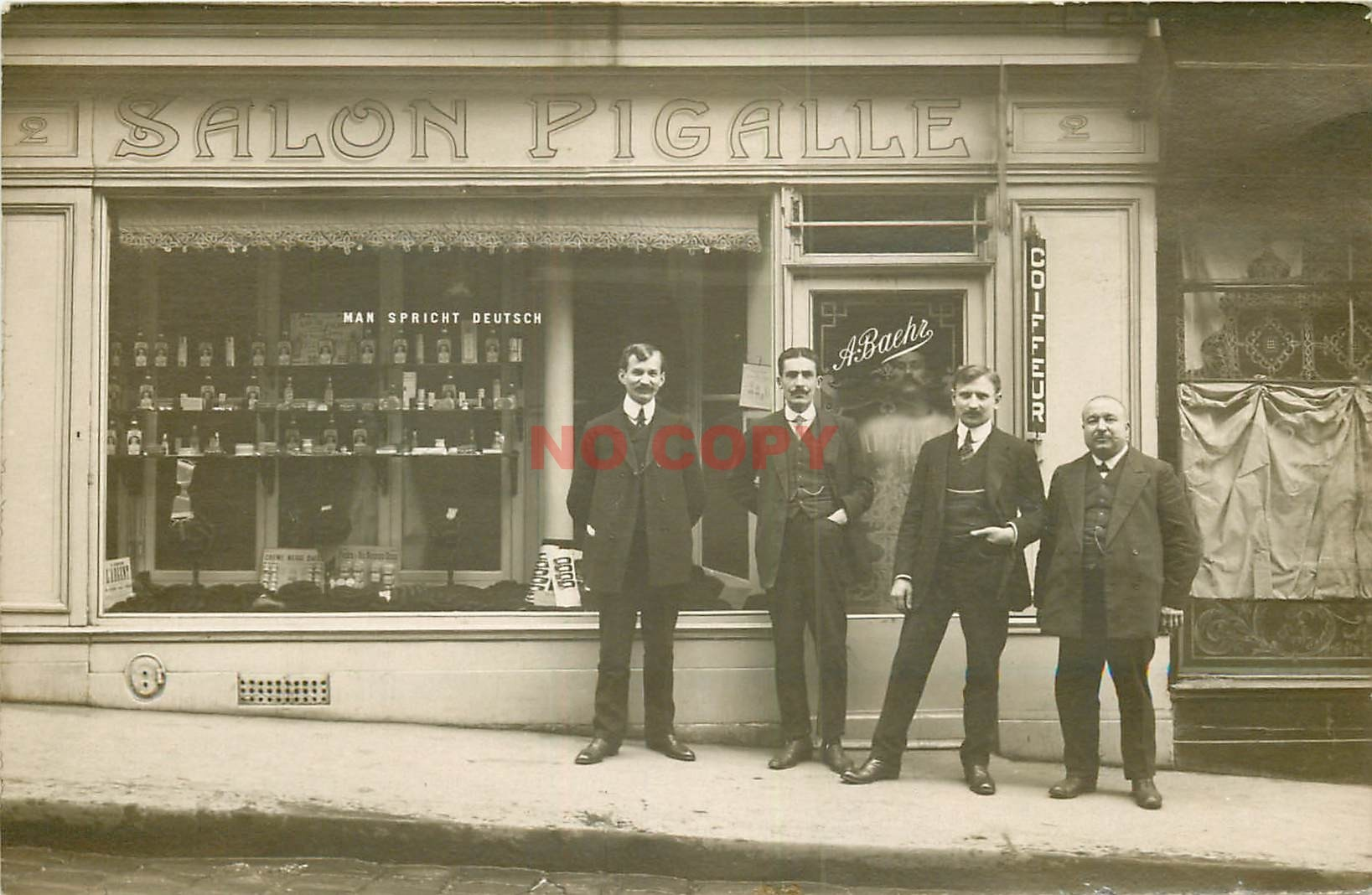 PARIS XVIII. Salon Coiffure Pigalle Bachr 2 rue Houdon. Photo carte postele