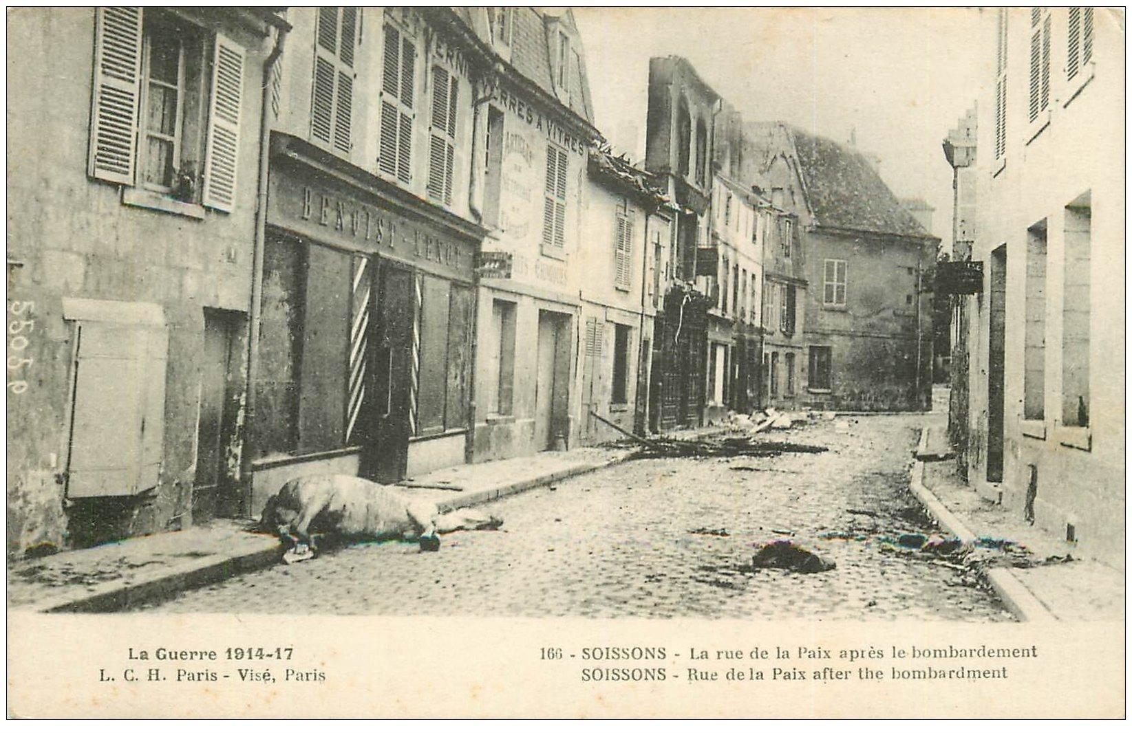 carte postale ancienne 02 SOISSONS. 1914-18 Rue de la Paix