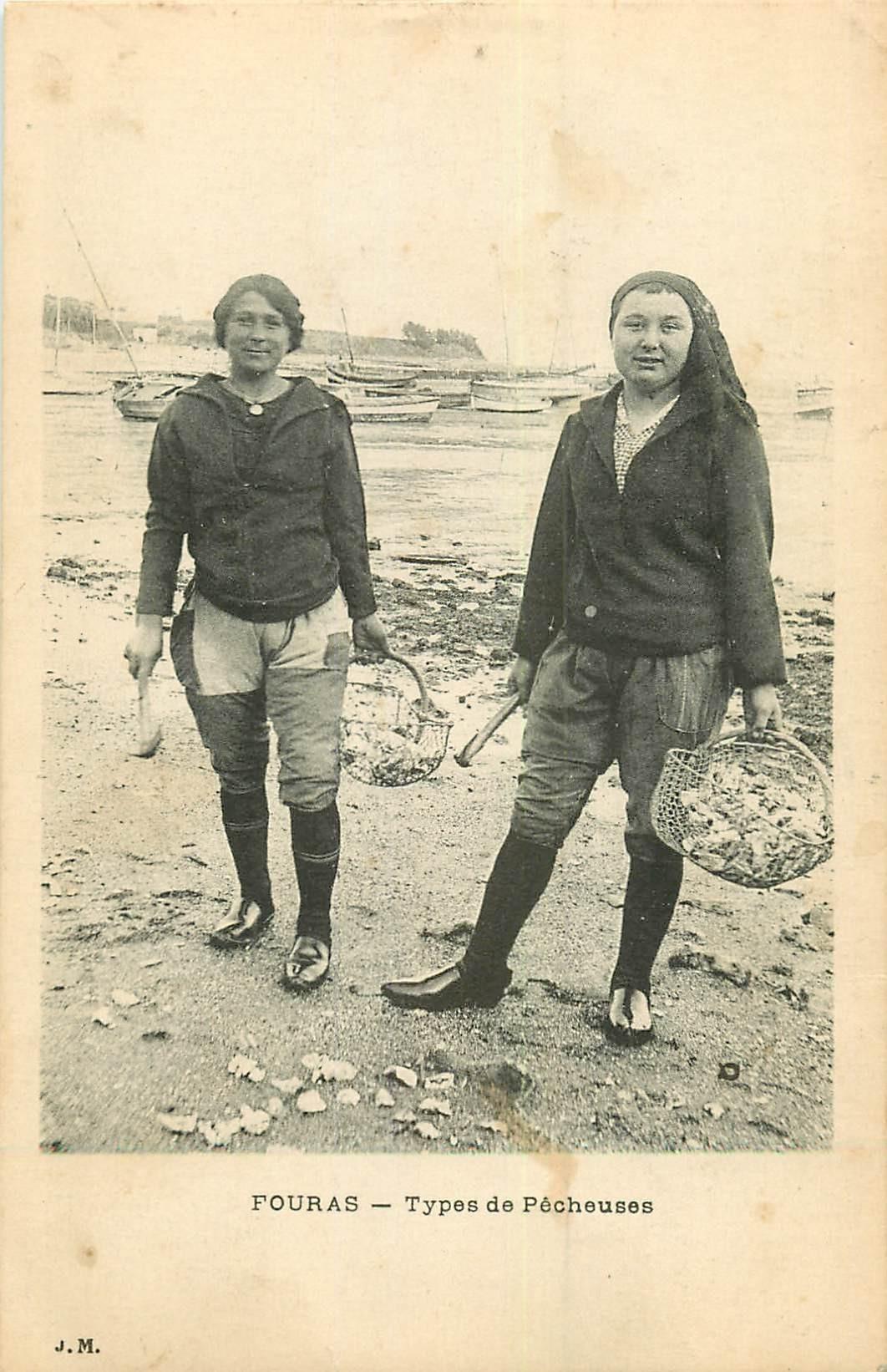 17 FOURAS. Types de Pêcheuses d'Huîtres et Crustacés 1918 métiers de la Mer