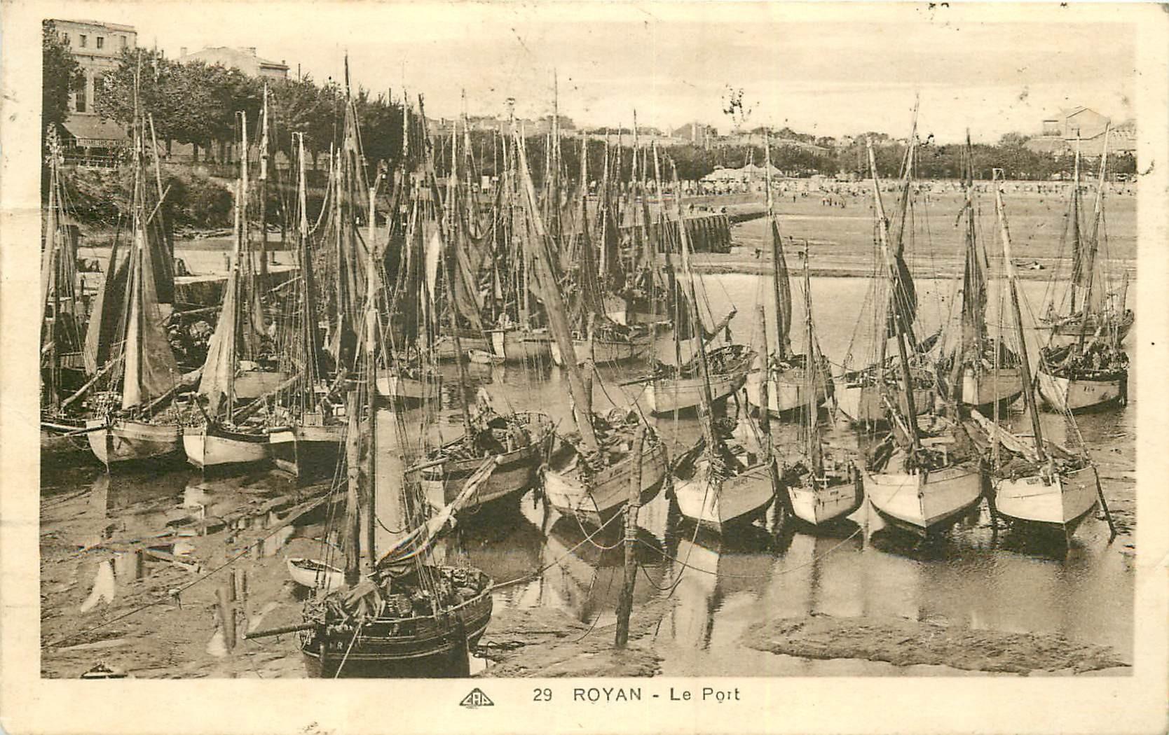 WW 17 ROYAN. Barques de Pêcheurs dans le Port 1933