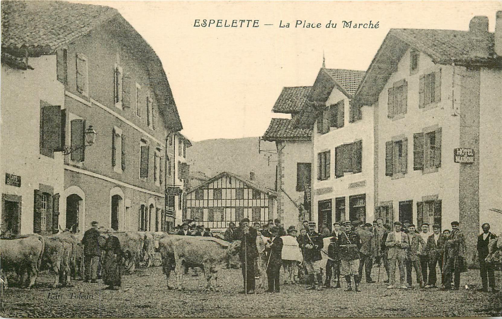 WW 64 ESPELETTE. Gendarmes et Bétail Place du Marché avec Hôtel