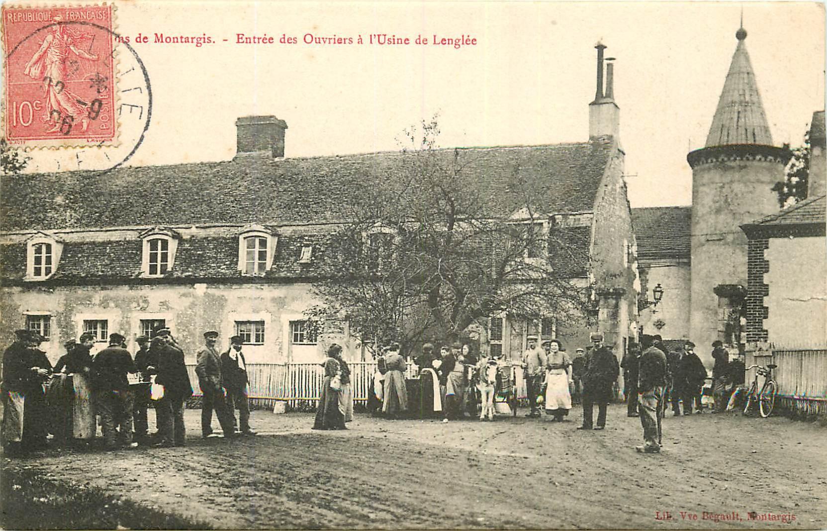 WW 45 MONTARGIS. Ouvriers autour de la Buvette ambulante devant l'Usine de Lenglée 1906