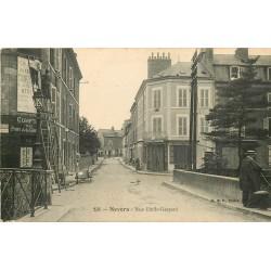 WW 58 NEVERS. Colleurs d'affiches sur échelles rue Emile Gaspard 1916