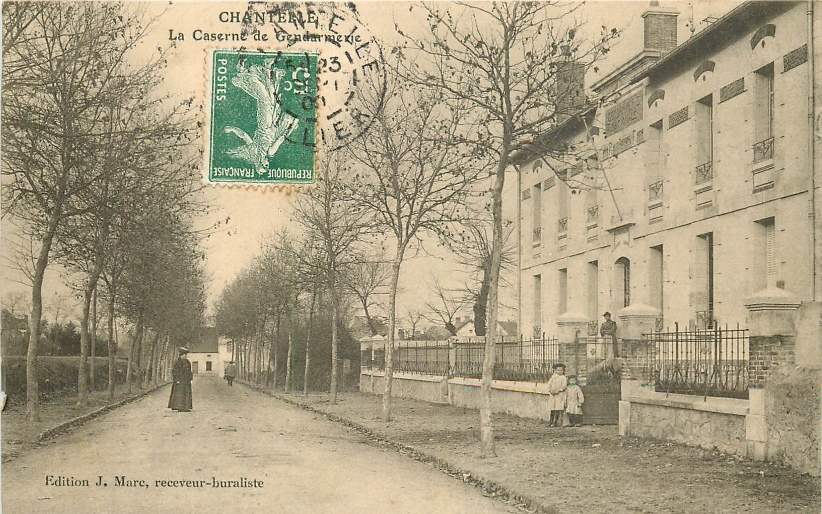 WW 03 CHANTELLE. Animation devant la Gendarmerie 1909