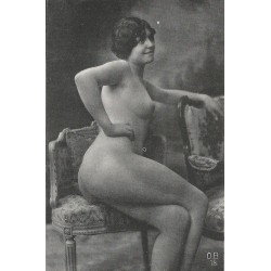 NUS. Erotisme sexy Femme nue assise