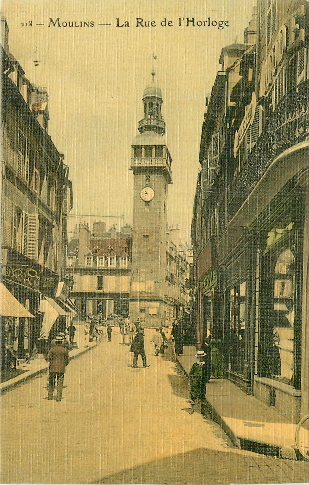 WW 03 MOULINS. Rue de l'Horrloge. Carte postale ancienne toilée