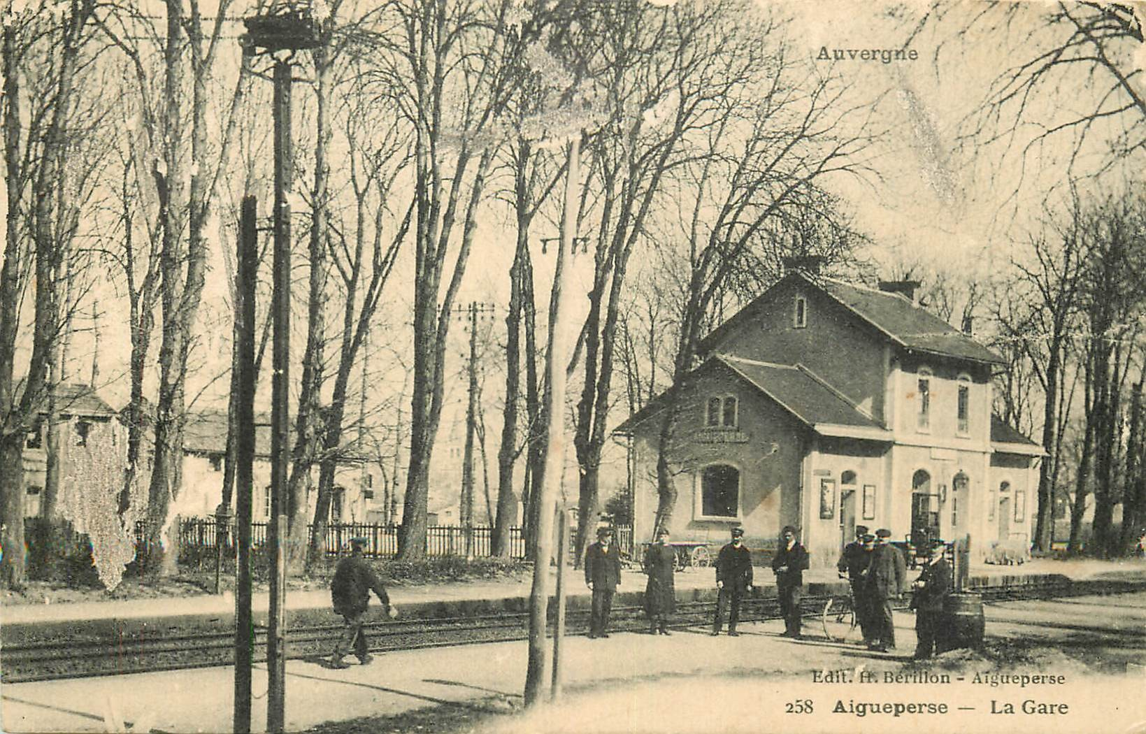 WW 63 AIGUEPERSE. La Gare