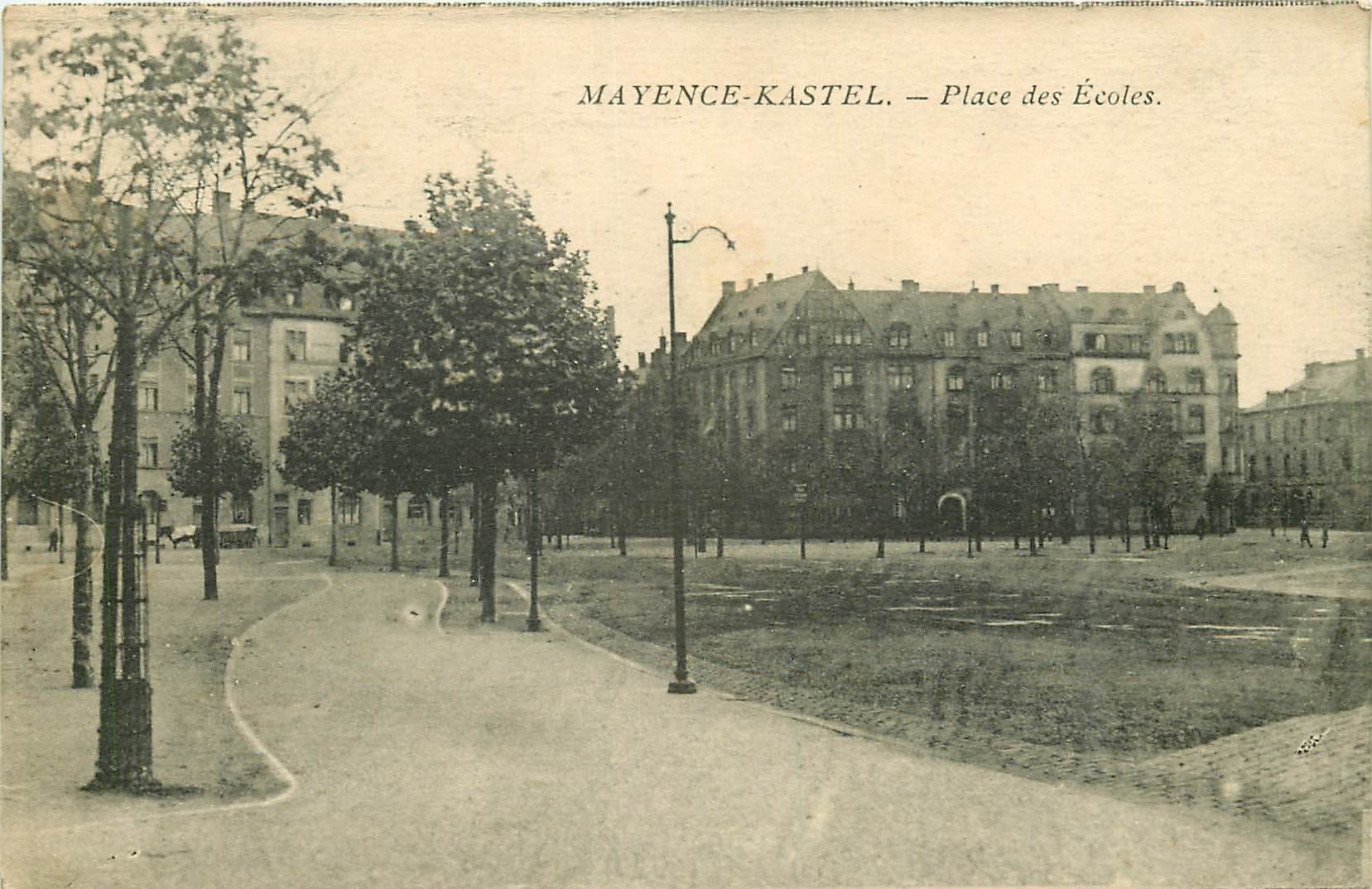 MAYENCE KASTEL. Place des Ecoles en Allemagne