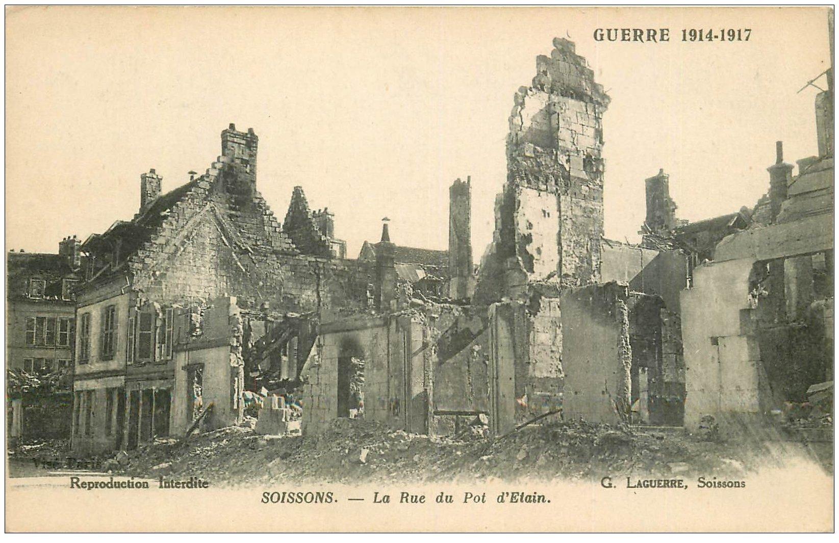 carte postale ancienne 02 SOISSONS. 1914-18 Rue du pot d'Etain 1917