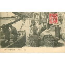 14 TROUVILLE. Pêcheurs préparant les lignes pour la Pêche 1933