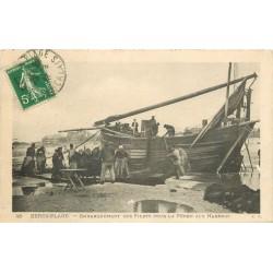 62 BERCK-PLAGE. Embarquement des filets pour la Pêche aux Harengs 1913
