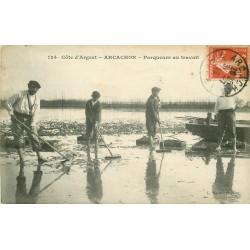 33 ARCACHON. Parqueurs d'Huîtres au travail 1913
