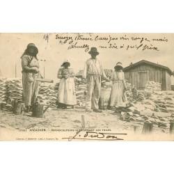 33 ARCACHON. Ostréiculteurs blanchissant les Tuiles 1904