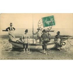 33 ARCACHON. Parqueuses d'Huîtres et Marchandes de Poisson 1910