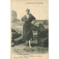 22 SAINT-BRIEUC. Pêcheuse de Cesson