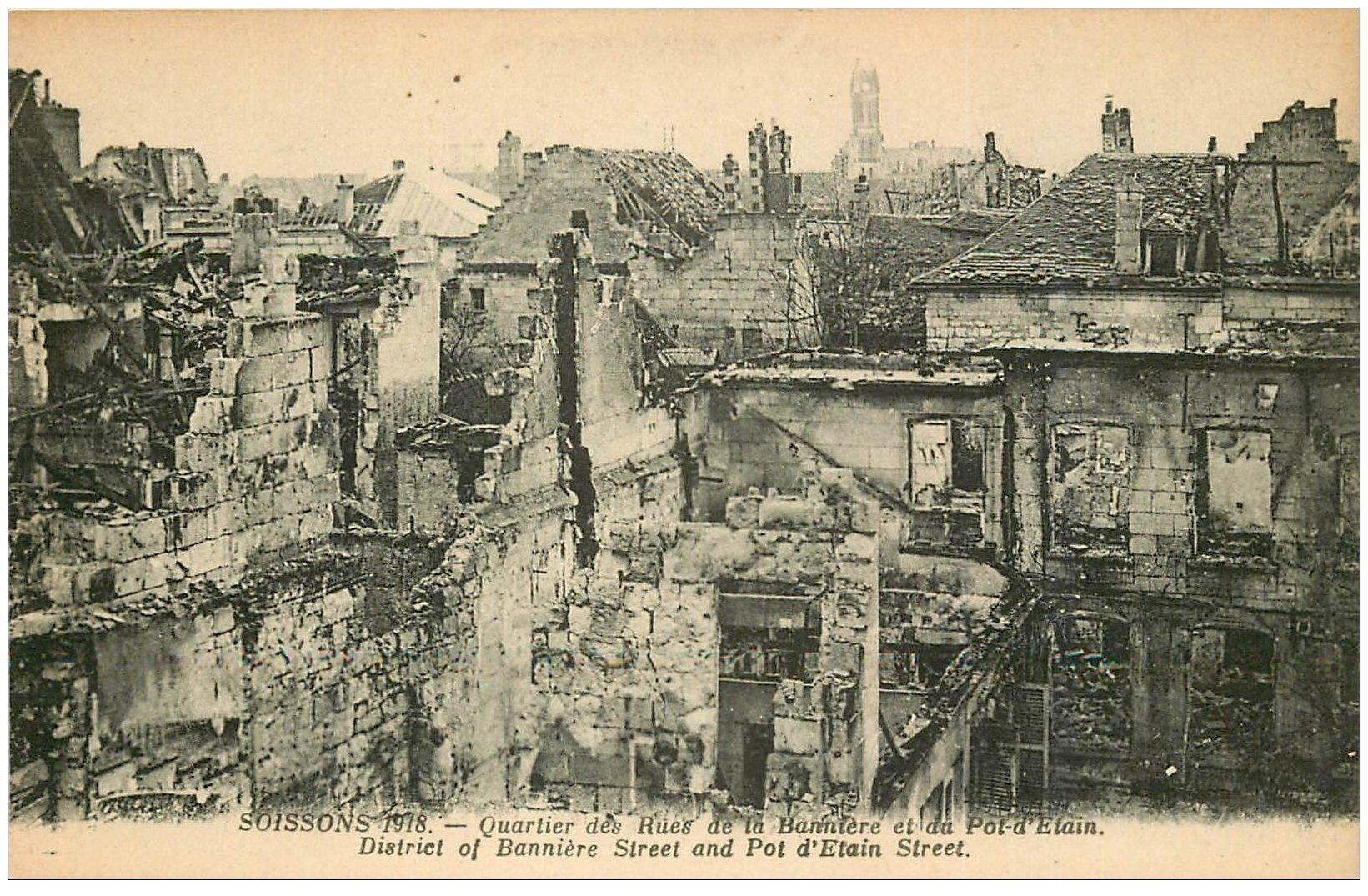 carte postale ancienne 02 SOISSONS. 1914-18 Rue du pot d'Etain et Bannière