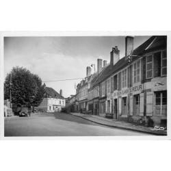 Cpsm 58 MOULINS ENGILBERT Hôtel du Bon Laboureur et Banque Société Générale
