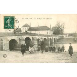 89 GUILLON. Animation près du Pont sur la Rivière 1910
