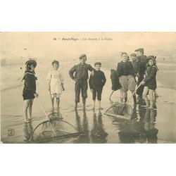 62 BERCK PLAGE. Les Enfants à la Pêche aux Crevettes 1905