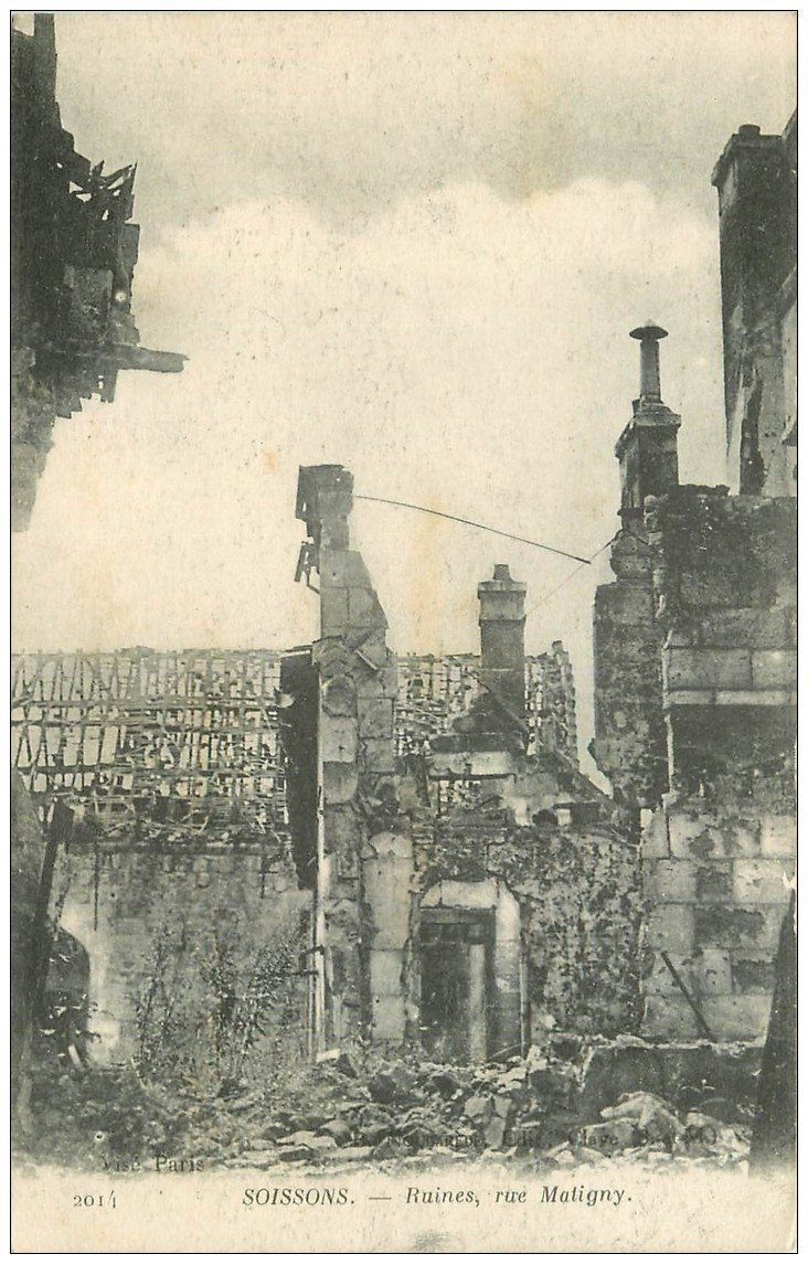 carte postale ancienne 02 SOISSONS. 1914-18 Rue Matigny 1917