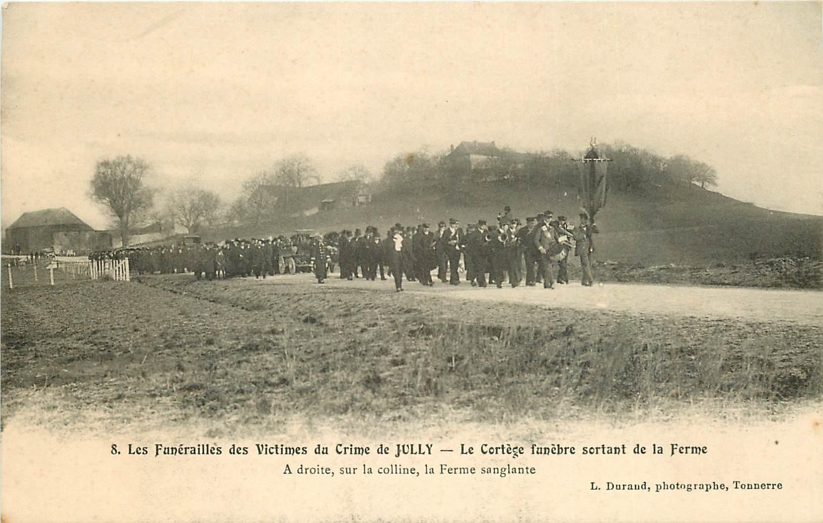 89 LE CRIME DE JULLY. Les Funérailles avec le Cortège funèbre sortant de la Ferme