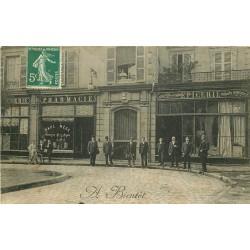 63 CLERMONT-FERRAND. Epicerie et Pharmacie Mege Place de la Pucelle