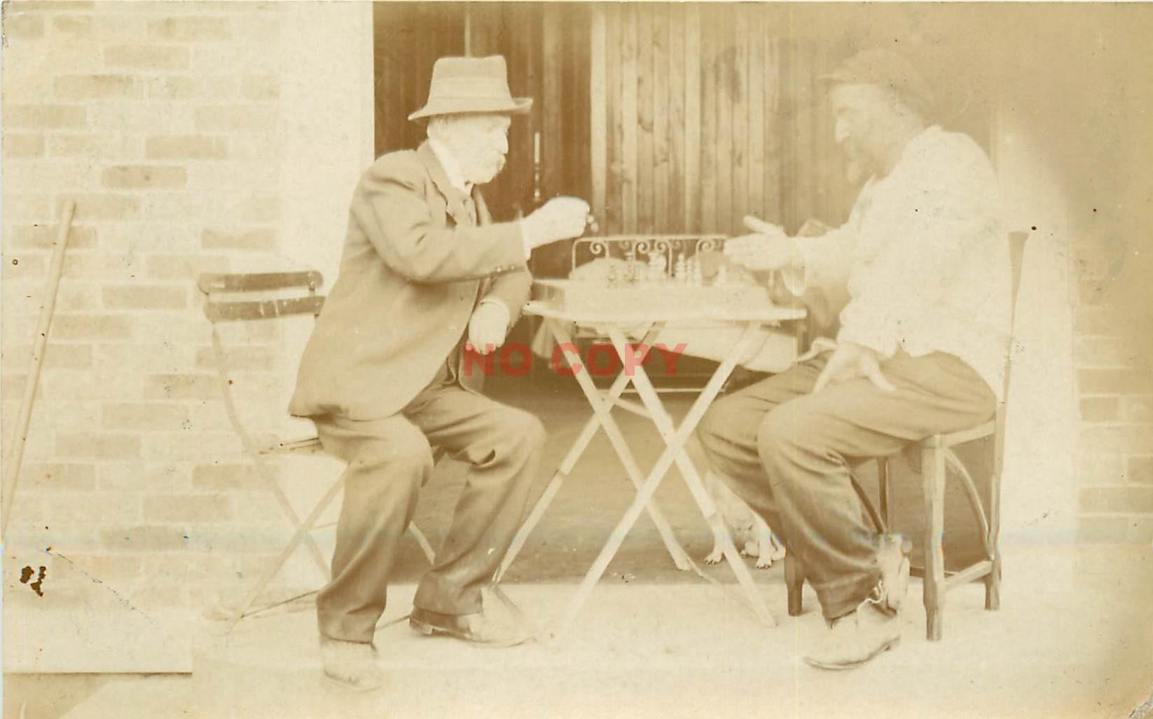 Photo carte postale à identifier. Une partie d'Echecs 1911
