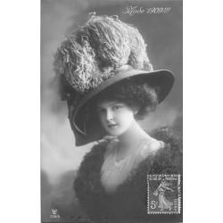 MODE 1909. Superbe chapeau à plumes 1909 d'Autruche...