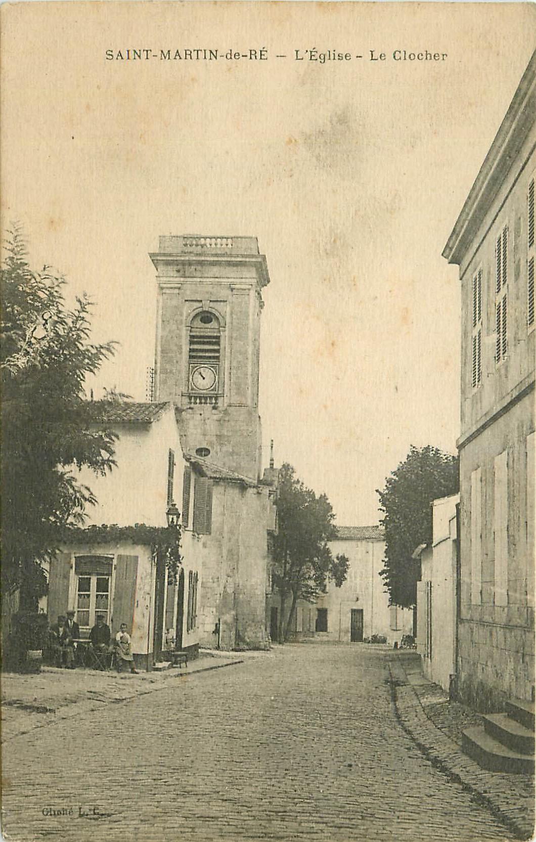 17 SAINT-MARTIN-DE-RE. Eglise et Clocher avec animation Terrasse du Café