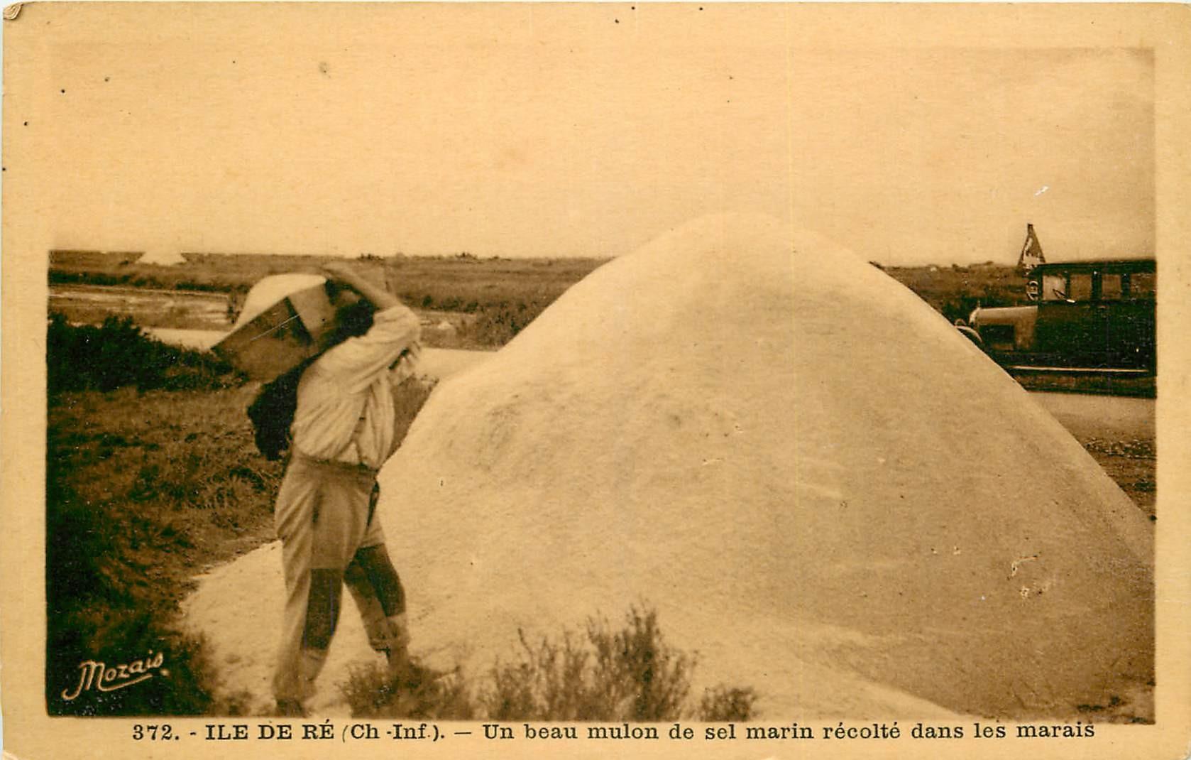 17 ILE DE RE. Mulon de Sel récolté dans les Marais