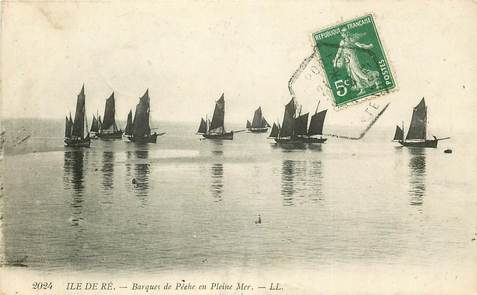 17 ILE DE RE. Barques de Pêche en Pleine Mer 1913