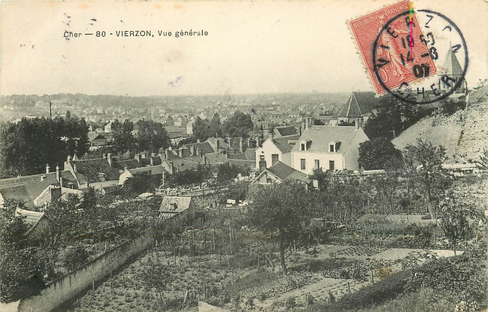 2 Cpa 18 VIERZON. Les Jardins privés et Banque de France au Petit Mail