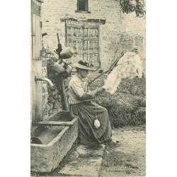 71 CHALON-SUR-SAONE. Fileuse Beaujolaise avec son Rouet. Impeccable et vierge