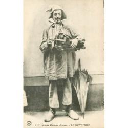 01 Bourg en Bresse - Ménétrier Bressan. Joueur de vielle, Vielle à roue