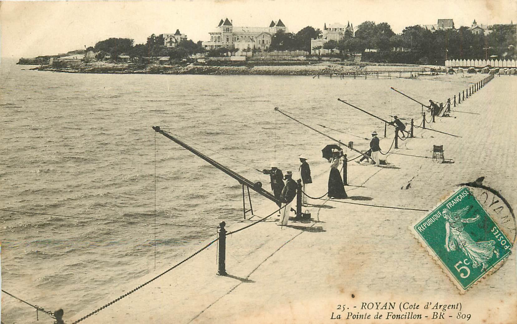 17 ROYAN. Pêcheurs au Carrelet à la Pointe de Foncillon