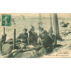 83 TOULON. Pêcheurs préparant la Bouillabaisse 1911