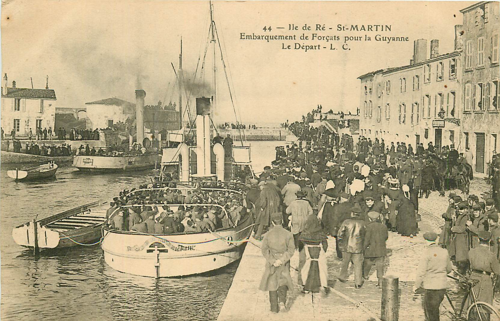 17 SAINT-MARTIN-DE-RE. Embarquement de Forçats pour la Guyane. Le départ