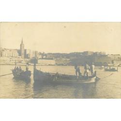 MALTA MALTE. Photo carte postale Pêcheurs à la traîne des filets de Pêche dans le Port