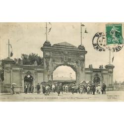 2 cpa 89 AUXERRE. Porte Monumentale Exposition Nationale et Jardins