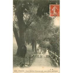 75 PARIS 19° Enfants sur une Allée rustique des Buttes-Chaumont 1913